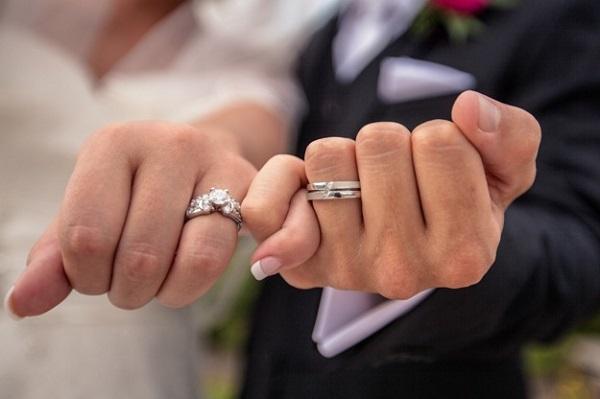 Kuinka valita kihlasormus, joka ilmaisee rakkautesi sulhastasi